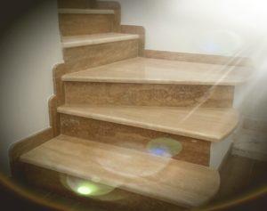 rivestimento scala in marmo 2